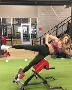 "34.6 ezer kedvelés, 1,176 hozzászólás – Whitney Simmons (@whitneyysimmons) Instagram-hozzászólása: ""ABS ☠️ I love adding weighted exercises for my lower abs but when training obliques, I stick to…"""