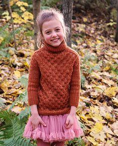 Høyhalset feminin genser til jente med fantastiske fargesjatteringer i vårt spesialproduserte, håndfargede garn Abuelita 4-tråds Merino.