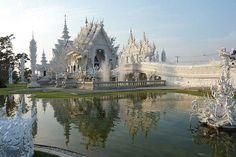 Wat Rong Khun buddhista templom Buddhist Temple, Barcelona Cathedral, Taj Mahal, Thailand, Adventure, Building, Travel, Wanderlust, Indoor