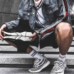 A Sneakers Guide. Sneakers happen to be an element of the fashion world more than you may realise. Today's fashion sneakers have little resemblance to their early forerunners but their popularity remains undiminished. Mens Boots Fashion, Mens Fashion Week, Mens Fashion Suits, Sneakers Fashion, Men's Fashion, Men's Sneakers, Yellow Sneakers, Fashion Editorials, Street Fashion