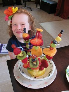 The Chocolate Muffin Tree: Our Own Edible Arrangement Any child would feel so proud to have created something so beautiful and yummy! Good Food, Yummy Food, Fun Food, Fruit Sticks, Fruit Sculptures, Fruit Kebabs, Fruit Decorations, Edible Arrangements, Chocolate Muffins