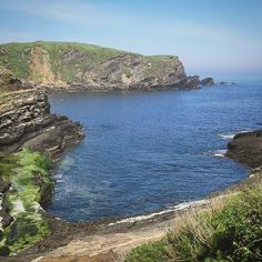 el cielo azul y ese verde....inspiracion total!!!!! Asturias