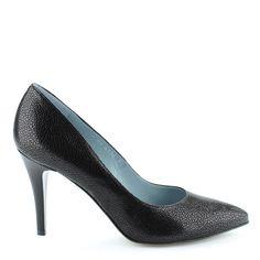 Fekete Anis alkalmi cipő 9 cm magas sarokkal, hegyes orral, különleges texturált felületű bőrből, bőr béléssel. Szín: Fekete Modellszám: 4334 CZ http://chix.hu/webaruhaz/anis-alkalmi-cipo_4334_cz/