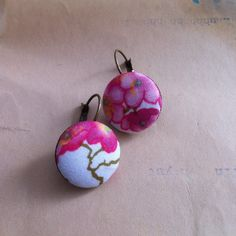 Boucles d'oreilles tissu Auction, Christmas Ornaments, Holiday Decor, Art, Home Decor, Ears, Boucle D'oreille, Locs, Fabric