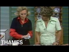 Mary Berry and Judith Chalmers demonstrate the art of making delicious Meringues. Dessert Party, Party Desserts, Party Recipes, Mary Berry Cooks, Bbc Recipes, Raspberry Meringue, Delia Smith, Paul Hollywood, Baking Videos