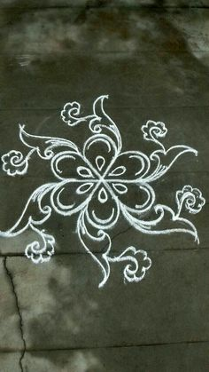 Explore latest easy rangoli design image ideas collection for Diwali. Here are amazing simple rangoli designs to decorate your home this festive season. Indian Rangoli Designs, Rangoli Designs With Dots, Rangoli Designs Images, Beautiful Rangoli Designs, Mehandi Designs, Free Hand Rangoli Design, Small Rangoli Design, Rangoli Patterns, Rangoli Ideas