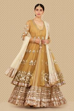 The latest collection of Bridal Lehenga designs online on Happyshappy! Find over 2000 Indian bridal lehengas and save your favourite once. Indian Fashion Dresses, Dress Indian Style, Indian Designer Outfits, Indian Outfits, Asian Fashion, Fashion Clothes, Pakistani Wedding Outfits, Pakistani Wedding Dresses, Pakistani Dress Design