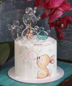 🐇💖 Apaixonada nesse bolinho decorado com pirulitos de cristal! . E você gostaria de aprender a fazer essa tendência? ⤵️ Conheça o melhor… Pretty Cakes, Cute Cakes, Beautiful Cakes, Fondant Cakes, Cupcake Cakes, Rose Cupcake, Bolo Fack, Baby Birthday Cakes, Painted Cakes
