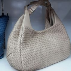 Bottega Veneta Best Handbags, Purses And Handbags, Tote Backpack, Grab Bags, Cute Bags, Beautiful Bags, Hobo Bag, Bottega Veneta, My Bags