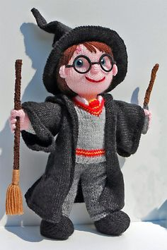 Knitting Pattern for Harry Potter Inspired Amigurimi Doll - Boy Wizard toy inspi. Knitting Pattern for Harry Potter Inspired Amigurimi Doll - Boy Wizard toy inspired by the Harry Potter series. Tricot Harry Potter, Harry Potter Crochet, Harry Potter Dolls, Knitting Dolls Free Patterns, Knitted Dolls Free, Crochet Dolls, Crochet Patterns, Knitting Ideas, Crochet Baby