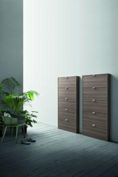 SPACE | Birex Mueble zapatero de diseño moderno, apto para la zona closet y vestibulos gracias a su profundidad mínima. Permite llenar hasta dos filas de zapatos por puerta, también de tallas grandes. En varios acabados maderas y laqueados y con puerta en espejo.