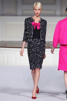 Oscar de la Renta Pre-Fall 2011 Fashion Show - Britt Maren Couture Mode, Couture Fashion, Fashion Show, Fashion Design, Runway Fashion, Vogue, Day Dresses, Dresses For Work, Red Carpet Dresses