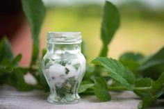Miętowa sól do kąpieli Diy Beauty, Food Hacks, Pickles, Cucumber, Mason Jars, Cooking Recipes, Herbs, Ideas, Aromatherapy