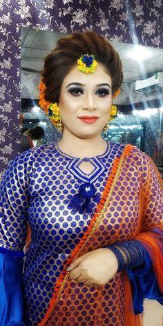 Flower Jewellery For Mehndi, Bridal Shoot, Mehendi, Indian Bridal, Blouse Designs, Bride, Makeup, Floral, Wedding
