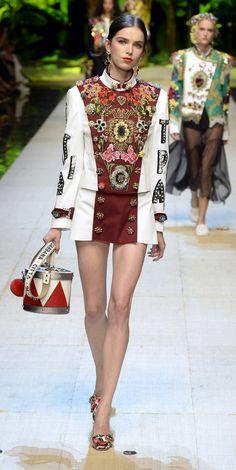 Desfile Dolce  Gabbana PrimaveraVero 2017 Milan Fashion Week Destaques  Fragmentos de Moda