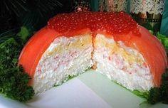 """Еще больше рецептов здесь https://plus.google.com/116534260894270112373/posts  Рыбный закусочный торт «Рыбацкая удача»  Ингредиенты: рыба красная слабосолёная (форель или сёмга) – 500 г  яйца варёные – 4 шт.  рис отварной – 4-5 ст. л.  крабовые палочки (или креветки) – 1 упаковка  Для крема:  мягкий сыр """"Филадельфия"""" – 100 г  сметана – 4 ст. л.  майонез – 4 ст. л.  желатин – 8 г  Для украшения:  зелень  красная икра   Приготовление: 1.Приготовление крема. Желатин замочим в 0,5 стакана воды…"""