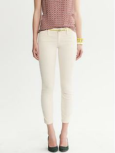 Cute ankle crop with pretty feminine top. Easy and pretty.