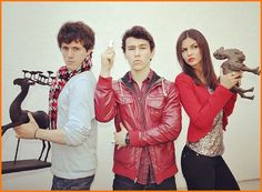 Victoria Justice And Max Schneider's Holiday Medley Music Video Reaches 1 Million Views