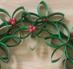 Reciclar es una buena forma de conseguir materiales para nuestras manualidades, en este caso queremos mostrarte cómo hacer una corona de Navidad de cartón.