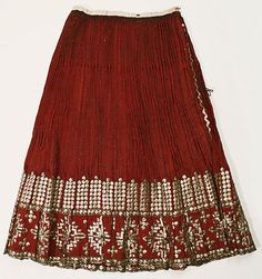 Popular Folk Embroidery Skirt Date: Culture: Romanian Medium: wool - Traditional Fashion, Traditional Dresses, European Costumes, Folk Embroidery, Embroidery Patterns, Costume Institute, Textiles, Folk Costume, Historical Clothing