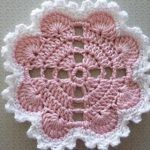 Hearts Around Doily By Terri Kroupa - Free Crochet Pattern - (ravelry) Crochet Potholder Patterns, Crochet Coaster Pattern, Crochet Blocks, Crochet Flower Patterns, Crochet Diagram, Crochet Squares, Crochet Designs, Crochet Flowers, Crochet Home
