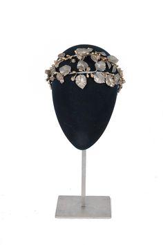 Tocados para novias 2014 de Mimoki  #boda #complementos #tocados #mimoki Headband Veil, Headband Hairstyles, Headbands, Wedding Hairstyles, Headdress, Headpiece, Fascinator Hats, Fascinators, Rose