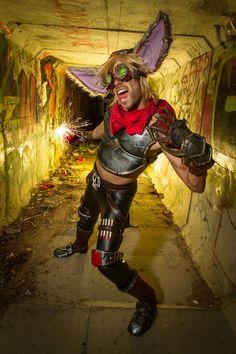 Estupenda caracterización de ZIGGS!!!  Es Maro Cosplay y es increíble!!! https://www.facebook.com/luismarocosplay Foto de Abichu Productions https://www.facebook.com/Abichuproductions  #ziggs #leagueoflegends #leagueoflegendscosplay #cosplay #surrenderat20 #riotgames