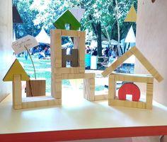 Brinquedo de madeira, blocos de encaixar. Bookends, Home Decor, Wooden Toy Plans, Log Projects, Decoration Home, Room Decor, Interior Design, Home Interiors, Interior Decorating