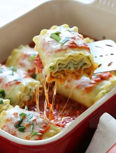 Three Cheese Zucchini Stuffed Lasagna Rolls by skinnytaste: These EASY lasagna rolls are stuffed with zucchini, ricotta and Parmesan, then topped with marinara and mozzarella cheese – delicious, kid friendly and perfect if you want to feed a crowd. Ww Recipes, Italian Recipes, Vegetarian Recipes, Dinner Recipes, Cooking Recipes, Healthy Recipes, Skinnytaste Recipes, Lasagna Recipes, Zucchini