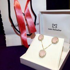 #essapodesersuamb brincos e colares da coleção fluxo em quartzo rosa #mairabumachar www.mairabumachar.com br #lojavirtual #lojapraiadocanto #showroomsp #vilamadalena #pedidosporwhatsapp (11)997440079