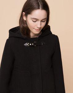 Pull&Bear - mujer - abrigos y parkas - trenka paño capucha pelo - negro - 09712316-I2015