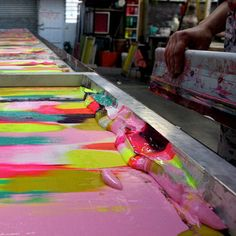numerous colors on a screen to create marbled effect on fabric #prettycolors