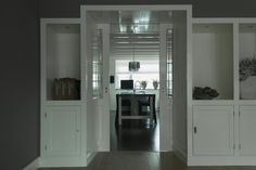 Schuifdeur verwerkt in kastenwand Woonkamer/keuken By Liz Interieur Advies & Styling