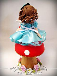 Cake Toppers Alice para uma linda garotinha sapeca e espuleta !!!! Orçamentos e informações somente pelo e-mail sandralimabianconi@hotmail.com
