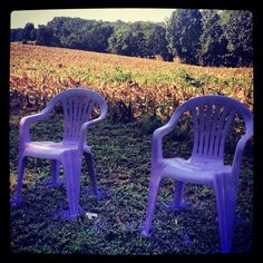 Spray paint DIY lawn chairs