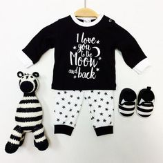 9918Babypyjama_Love_you_to_the_moon and back €13,95 Bruun.nl