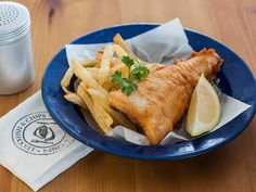 Summer means sun, fun and fish and chips by the sea. We get into the spirit of things by sharing five great fish and chip shops in Cape Town. Fish And Chip Shop, Fish And Chips, Cape Town, Shops, Spirit, Sun, Ethnic Recipes, Summer, Food