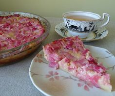Crustless Rhubarb Custard Pie from Seasonal Ontario Food - tried this tonight and loved it even more than my family's traditional Rhubarb Custard Pie with a crust. So delicious! Keto Cheesecake, Crustless Pie Recipe, Pie Dessert, Dessert Recipes, Dessert Ideas, Rhubarb Custard Pies, Rhubarb Rhubarb, Rhubarb Ideas, Keto Postres