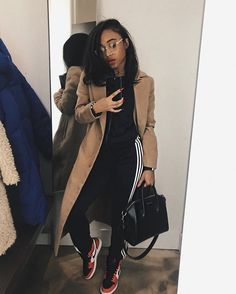 199 captivating street style spring outfits ideas to copy asap – page 6 Chill Outfits, Dope Outfits, Stylish Outfits, Sneakers Fashion Outfits, Winter Fashion Outfits, Fall Winter Outfits, Autumn Winter Fashion, Spring Outfits, Outfit Essentials