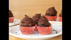 I have a wonderful recipe for you: chocolate cupcakes. I have to tell you that I'm a chocolate lover myself and I've tested quite a few chocolate recipes… Chocolate Sprinkles, Chocolate Gifts, Chocolate Cupcakes, Chocolate Lovers, Chocolate Recipes, Cupcake Videos, Cupcake Recipes, Dessert Recipes, Dessert Ideas