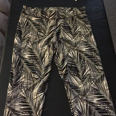 Leggings Comfortable and awesome pattern PINK Victoria's Secret Pants Leggings