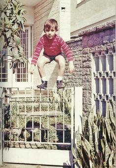 Ayrton Senna na casa em que morou durante a sua infância.