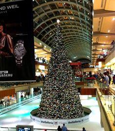 Houston-Galleria-holiday-tree-full