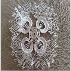 This Pin was discovered by HUZ Crochet Dollies, Crochet Quilt, Crochet Art, Crochet Home, Thread Crochet, Crochet Motif, Crochet Flowers, Crochet Stitches, Unique Crochet