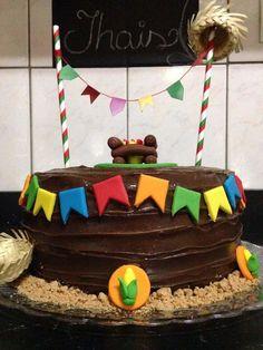 Bolo de brigadeiro - festa junina  Massa chocolate  Recheio e cobertura de brigadeiro