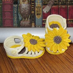 Sunflower baby shoes crochet design with flower accessory