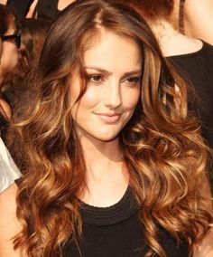 Striking Brown Hair with Golden Highlights