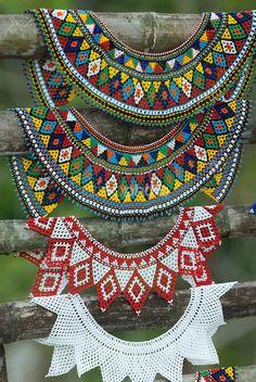 Artesanías de la Provincia de Chiriquí<br /> La mola es una forma de arte textil tradicional, son textiles cosidos en paneles con diseños complejos y múltiples capas usando una técnica de aplique inverso