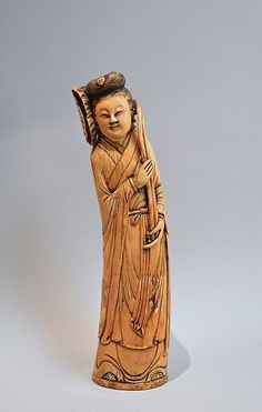 Personnage féminin tenant une ombrelle en ivoire sculpté et signé H. 45 cm  Condition Report: CE 338-97 du 9 décembre 1996 Art 2- WMC Travail antérieur au 1er juin 1947 Pour sortie de l'UE un CITES de Réexport est nécessaire (a charge du futur acquérieur)