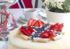 Marsipankake/ Åpen Valnøtt til mai Frosting, Panna Cotta, Cheesecake, Food And Drink, Cookies, Baking, Ethnic Recipes, Party, Desserts